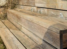 Maumediniai laiptai po plovimo