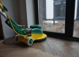 Medinių grindų alyvavimas
