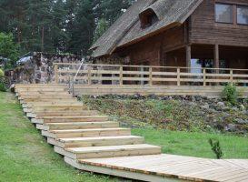 Pakeisti seni laiptai ir jų karkasas į naują inpregnuotą pušies medieną