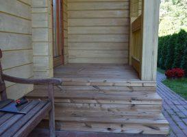 Laiptai iš termo pušies