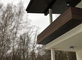 Gamrat WPC kompozitinė terasa balkone. Tamsiai ruda spalva