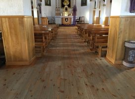 Bažnyčios medinės grindys prieš restauravimą