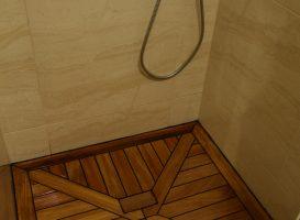 Alyvuotos tiko medienos grindys - dušinėje