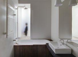 Medis vonios kambaryje